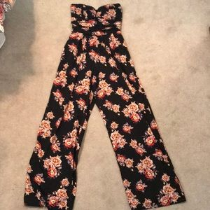 FLORAL PANTSUIT WITH POCKETS!!! (NEVER WORN)
